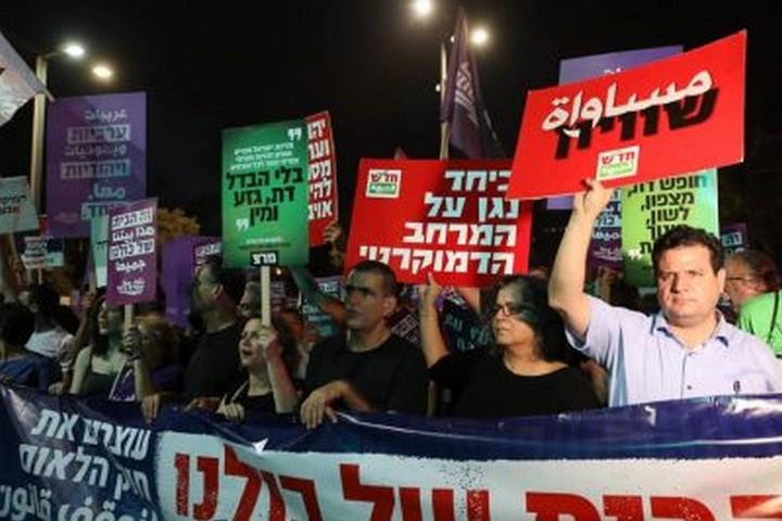 """""""מתקפת האהבה"""" של הימין מאתגרת את השמאל היהודי. הפגנה נגד חוק הלאום (צילום: אורן זיו)"""