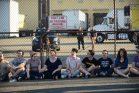 """יהודים אמריקאים מקבוצת """"פעולת לעולם לא עוד"""" מפגינים מחוץ למרכז מעצר של משטרת ההגירה והמכס בניו ג'רזי. 1 ביולי 2019. (צילום: גילי גץ)"""