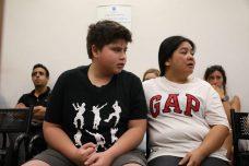 רוזמרי פרס ובנה רוהן בדיון בבית הדין. שופטת בית המשפט המחוזי הטילה איסור פרסום אף שהם כבר גורשו לפיליפינים (צילום: אורן זיו / אקטיבסטילס)