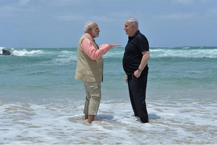 """מנסה לשחק בין שתי המעצמות - סין וארה""""ב. ראש ממשלת הודו מודי עם ראש הממשלה נתניהו (צילום: קובי גדעון / לע""""מ)"""