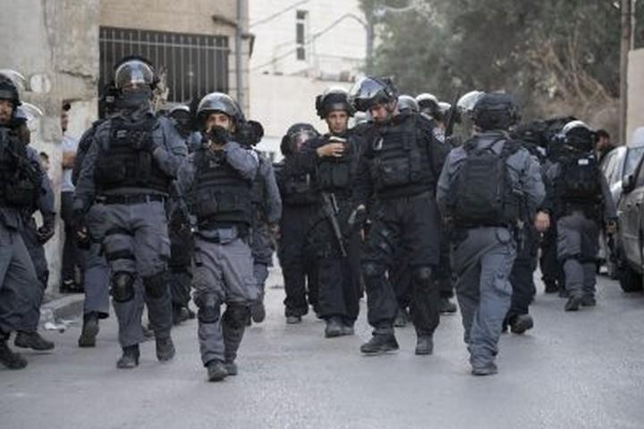 לא מספיק לישראלים לדעת שיש כיבוש. הם רוצים להיות שותפים, ללחוץ על הכפתור. שוטרים בעיסאוויה (אורן זיו / אקטיבסטילס)