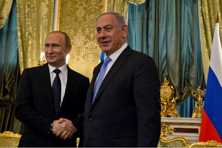 """העולים מרוסיה בשנים האחרונות בורחים מפוטין, הם לא רוצים לראות אותו מתחבק עם נתניהו. נתניהו עם פוטין במוסקבה (צילום: חיים זך / לע""""מ)"""