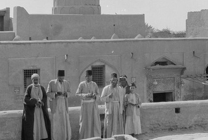 יהודים ליד קבר הנביא יחזקאל בעיראק