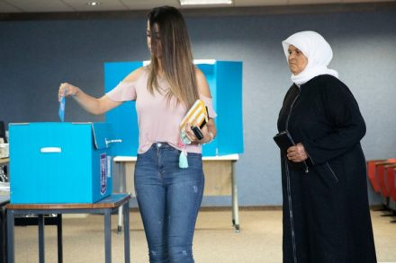 מסע הדה-לגיטימציה דרכן את הבוחרים הערבים לצאת לקלפיות. קלפי בכפר מנדא (צילום: אורן זיו)