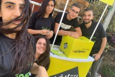 """פעילים יעמדו מחוץ לקלפיות בישובים הערביים ויעודדו מצביעים להצביע עד הרגע האחרון. פעילים של """"קואליציית 17.9"""" (באדיבות קואליציית 17.9)"""