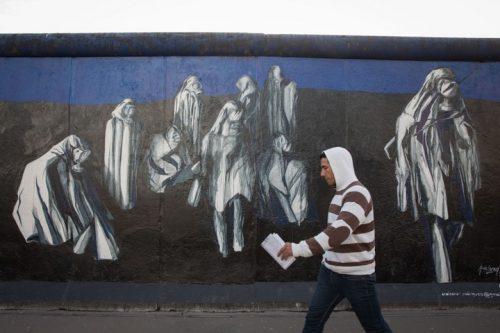 ברלין היא אי של סובלנות יחסית בתוך סביבה של גזענות בגרמניה. שרידי חומת ברלין (צילום: נתי שוחט / פלאש 90)