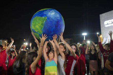 הפגנת אקלים בכיכר הבימה בתל אביב בדרישה להכריז על מצב חירום אקלימי, 10 באוקטובר, 2019 (צילום: אורן זיו)