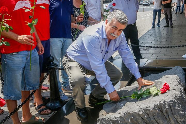 עמיר פרץ מבקר באנדרטה לזיכרו של רבין בתל אביב, יום לפני שנבחר לעמוד בראשות מפלגת העבודה, ב-1 ביולי 2019 (צילום: רועי אלימה / פלאש90)