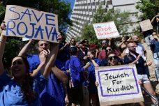 ישראלים מפגינים מול שגרירות תורכיה בתל אביב בתמיכה בכורדים, ב-13 באוקטובר 2019 (צילום: תומר נויברג/פלאש90)