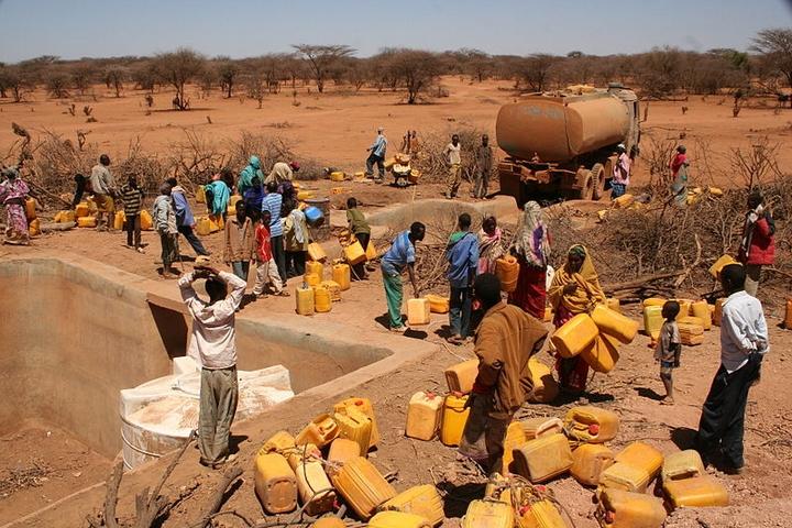אוקספם מחלקים מים בחצי האי קרן אפריקה שנפגע מבצורת (צילום: אוקספם)
