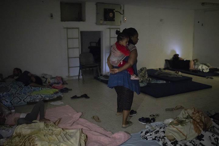 תושבים במקלט בשכונת העתיקות באשקלון, 13 בנובמבר 2019 (צילום : אורן זיו)
