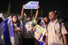 אלף חניכי הצופים הפגינו נגד גירוש ילדי מהגרות עבודה
