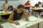 תלמידי תיכון בירושלים בזמן מבחן (צילום: פלאש90)