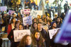 """הפגנה מול מגרש הרוסים: """"די לענישה הקולקטיבית בעיסאוויה"""""""