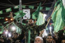 ישראל והמערב קיוו שאם חמאס יהיו מעורבים בפוליטיקה, הם יבוייתו. עצרת לחגיגות 32 שנים לייסוד חמאס, דרום רצועת עזה, 16 בדצמבר 2019 (פאדי פהד / פלאש 90)