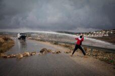 הדרישה למאבק פלסטיני לא אלים משכיחה את אלימות הכיבוש