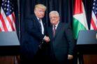 לעבאס לא היו כוונות להתקפל בפני הכוח והממון האמריקנים. הנשיא מחמוד עבאס והנשיא דונלד טראמפ במסיבת עיתונאים בבית-לחם, מאי 2017 (פלאש 90)
