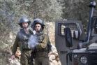 חיילים יורים גז מדמיע במהלך ההפגנה השבועית נגד הכיבוש וההתנחלויות בכפר קדום שבגדה המערבית (צילום: אורן זיו)