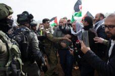 """מאות מפגינים נגד תוכנית טראמפ: """"זו מלחמה בעם הפלסטיני"""""""