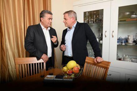 חיבור חמוץ בין שני גופים פוליטיים שנלחמים על עצם קיומם. עמיר פרץ וניצן הורוביץ (צילום: המחנה הדמוקרטי)