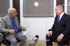 זז בחוסר נחת בכסא. נתניהו בראיון לבאסם ג'אבר, עורך פאנט והלא טיוי (צילום מסך: הלא טיוי)