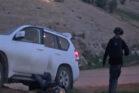אבו אלקיעאן שוכב מחוץ לרכבו, כ-25 דקות לאחר הירי. התיעוד מווידאו שצלים השוטר ל״מ