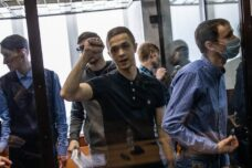 """אקטיביסטים ברוסיה נדונו למאסר ממושך; """"מפחידים את הדור הצעיר"""""""