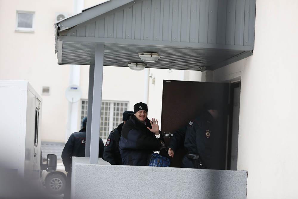 מיכאיל קולקוב, שנגזרו עליו עשר שנים בכלא, מגיע לדיון בהקראת גזר הדין, בבית המשפט בעיר פנזה, לבית המשפט בפנזה, 10 בפברואר, 2020 (צילום: דויד פרנקל/ Mediazona)