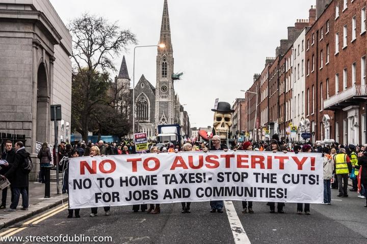 מחאה נגד צעדי הצנע בדבלין ב-2012 (צילום: William Murphy, CC BY-SA 2.0)