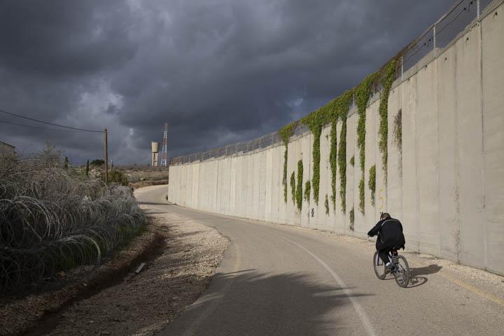 כבר אין נקודות מפגש בין פלסטינים וישראלים. חומת ההפרדה, בקעה אל גרביה 31 בינואר 2020 (צילום: אורן זיו)
