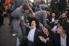 הפגנת הפלג הירושלמי בכביש 4 נגד מעצר בחור ישיבה, 3 בפברואר 2020 (צילום: אורן זיו)