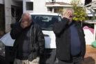 לא הצליח לעצור את הדמעות. יוסי גולן במהלך פינוי ביתו בשכונת אבו כביר בדרום תל אביב (צילום: אורן זיו)