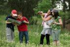 ילדים מטיילים בטבע בישראל, ב-6 באפריל 2008 (צילום: משה שי / פלאש90)
