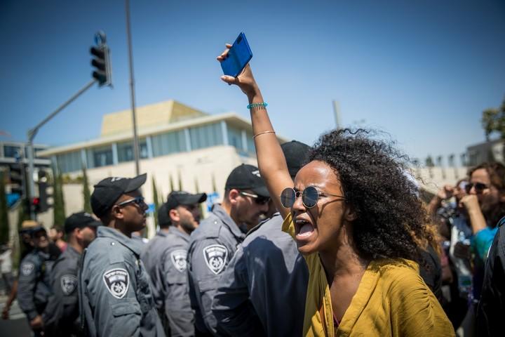 הפגנה נגד האלימות והאפליה המשטרתית כלפי יוצאי אתיופיה, כמה ימים אחרי מותו של סולומון טקה, ב-15 ביולי 2019 (צילום: יונתן זינדל / פלאש90)
