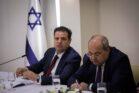 ראשי הרשימה המשותפת איימן עודה ואחמד טיבי בבית הנשיא, ממליצים על גנץ לראשות הממשלה, ב-22 בספטמבר 2019 (צילום: יונתן זינדל / פלאש90)