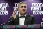 """יו""""ר מפלגת העבודה-גשר-מרצ, עמיר פרץ, במסיבת עיתונאים בתל אביב, ב-9 בפברואר 2020 (צילום: תומר נויברג / פלאש90)"""