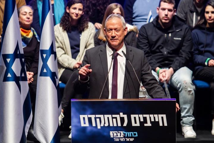 """יו""""ר כחול לבן, בני גנץ, בכנס בחירות בחיפה ב-11 בפברואר 2020 (צילום: פלאש90)"""