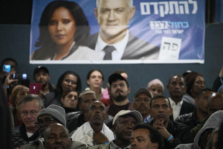 הצעירים אומרים שלא יסלחו לנתניהו על הרג הצעירים האתיופים. אירוע בחירות של ״כחול לבן״ בשכונת קריית משה ברחובות (צילום: אורן זיו)