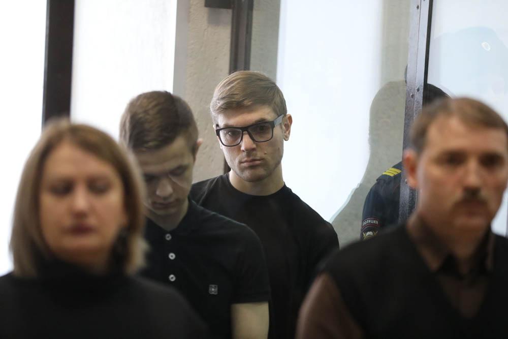 דמיטריי פצ׳לינצב, שנידן ל-18 שנים בכלא, במהלך דיון הקראת גזר הדיון בבית המשפט בפנזה, 10 בפברואר 2020 (צילום: דויד פרנקל/ Mediazona)