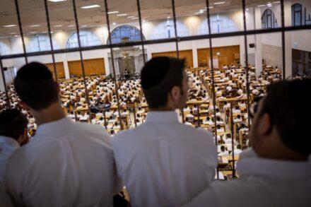 האפליה נגד תלמידים ספרדים רק נעשית יותר גרועה. תלמידים בישיבת חברון הליטאית. למצולמים אין קשר לכתבה (צילום: אהרון קרוהן / פלאש 90)