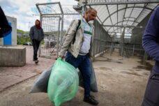 """""""ברגע שפלסטיני חולה, זורקים אותו במחסום כמו כלב"""""""