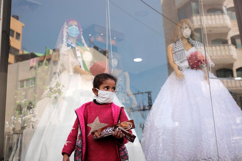 מסרבים לנרמל את האלימות הישראלית או להפחית מאחריותה לחייהם ולרווחתם של הנצורים בעזה. ילדה בעזה בימי הקורונה (צילום: מוחמד זאנון / אקטיבסטילס)