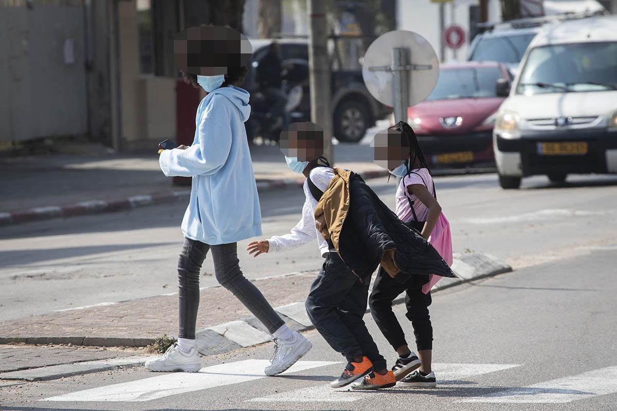 מבקשי מקלט בדרום תל אביב, 16 במרץ 2020 (צילום: אורן זיו)
