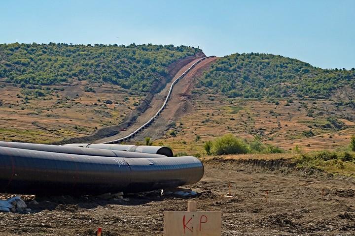 מקטע של צינור הגז הטראנס אדריאטי באלבניה (צילום: Albinfo)