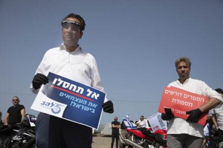 רועי כהן, נשיא לשכת ארגוני העצמאיים במהלך מחאת העצמאיים בתל אביב, בהתארגנות ליאצה בשיירה לכנסת, 30 במרץ 2020 (צילום: אורן זיו)