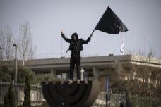 ההפגנה האחרונה? מאות מחו מול הכנסת נגד צעדי הממשלה