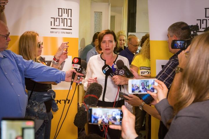 """ראש עיריית חיפה, ד""""ר עינת קליש, אחרי ניצחונה בבחירות המקומיות, ב-31 באוקטובר 2018 (צילום: מאיר וקנין / פלאש90)"""