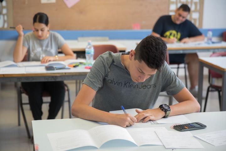 תלמידי תיכון נבחנים בבגרות במתמטיקה, ב-20 במאי 2019 (צילום: נעם ריבקין פנטון / פלאש90)