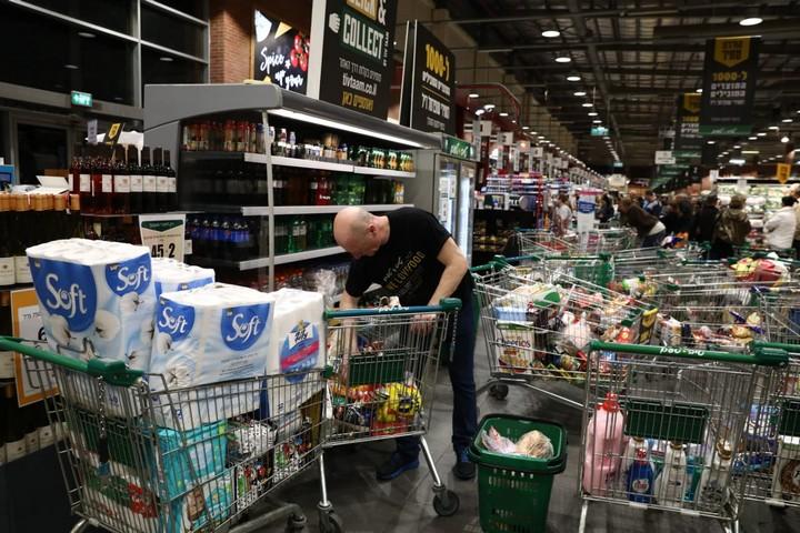 סופרמרקט בראשון לציון, ב-14 במרץ 2020 (צילום: אורן זיו)