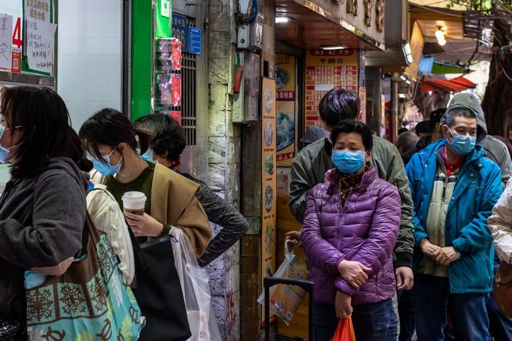 יהיה יותר רע לפני שיהיה יותר טוב. אזרחים סינים ברחובות ג'וואנגדו (צילום: זיג'ו דנג CC BY 2/0)